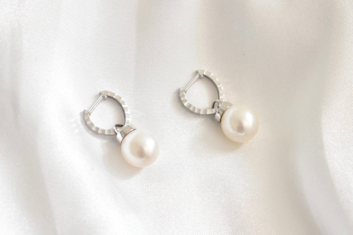 18K White Gold Hoop Earrings with White Freshwater Pearl Dangles