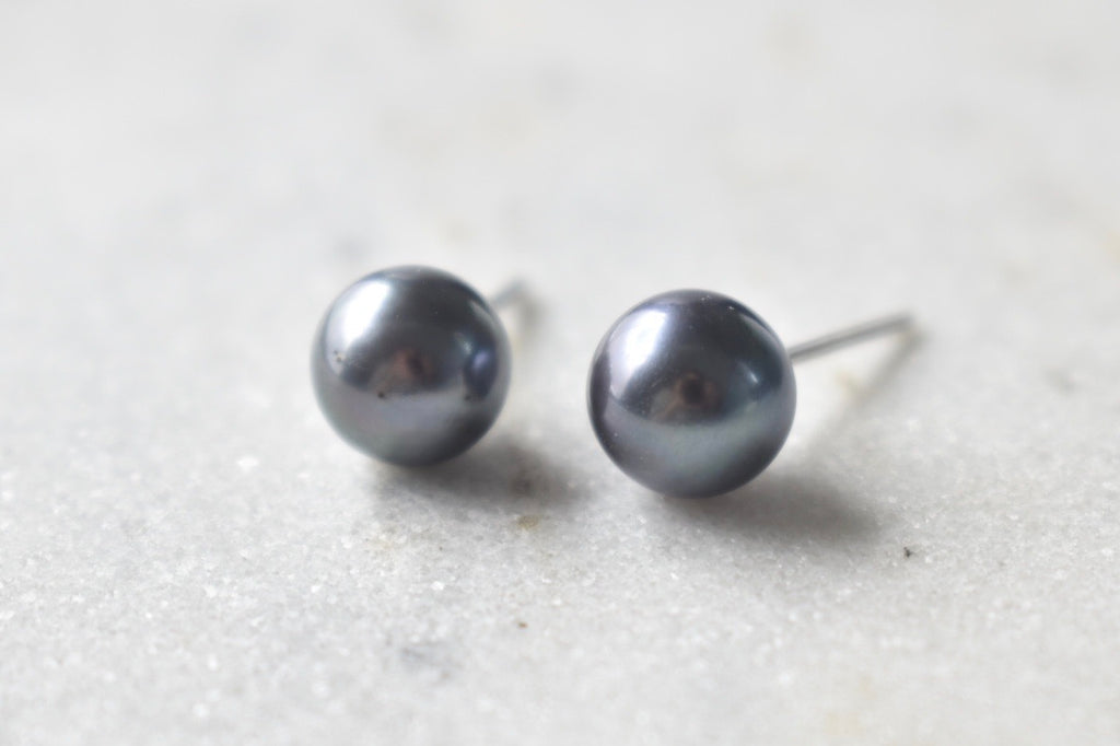 Black Tahitian Pearl Stud Earrings in 14K White Gold (9mm)