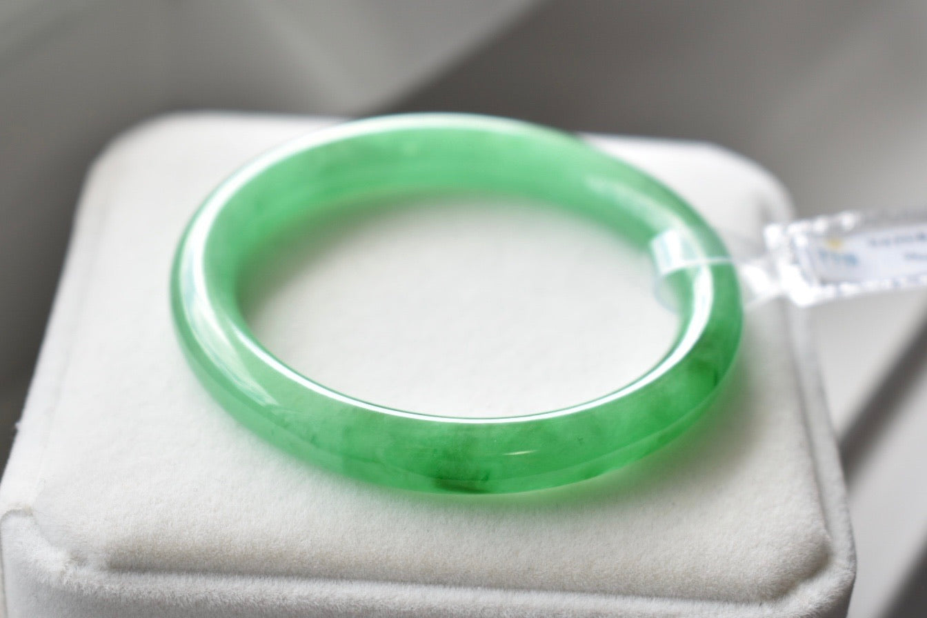 51.33mm Natural Jadeite Jade Vivid Green Bangle 78986