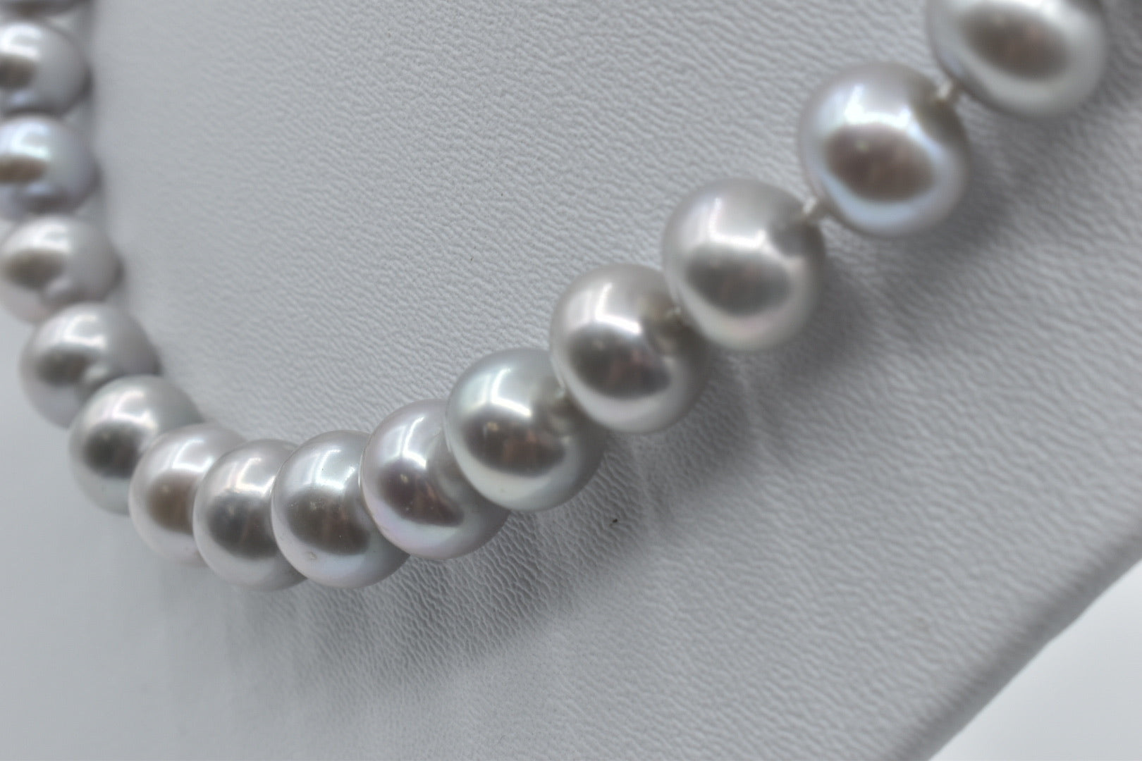 Silver gray Freshwater pearl necklace (10.5-11.5mm) - 17.5 inches