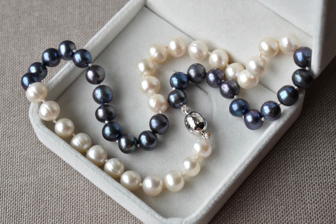 Black and White Freshwater Pearl Necklace, 8.5-9.5mm