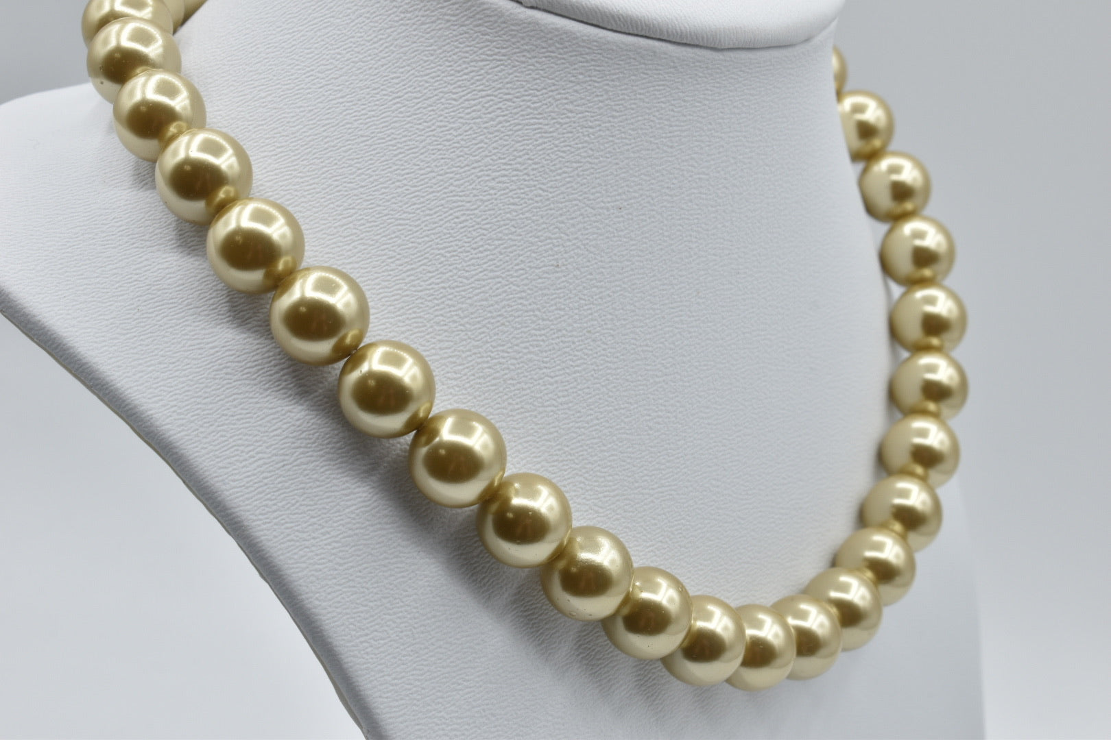 Golden South Sea Mother of Pearl/shell pearl necklace (12mm)