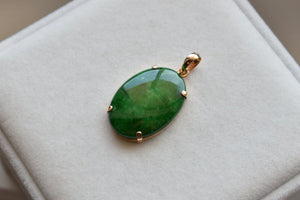 Natural Jadeite Jade Mottled Imperial Green Oval Cabochon Pendant in 14K Yellow Gold