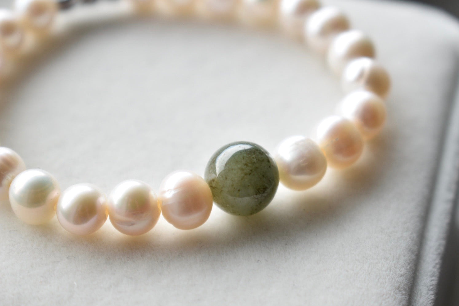 Natural Jadeite Jade and White Freshwater Pearl Bracelet, 7.75-8.0mm