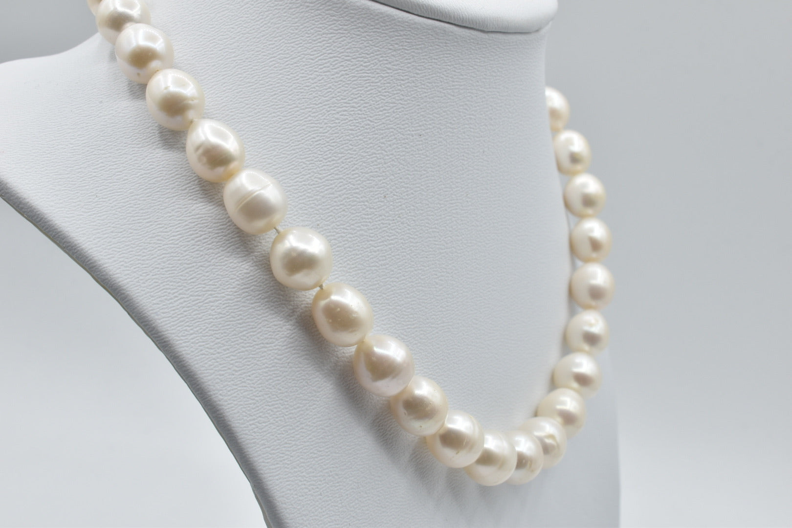 White oval Freshwater pearl necklace (10.5-11.5mm) - 17 inches