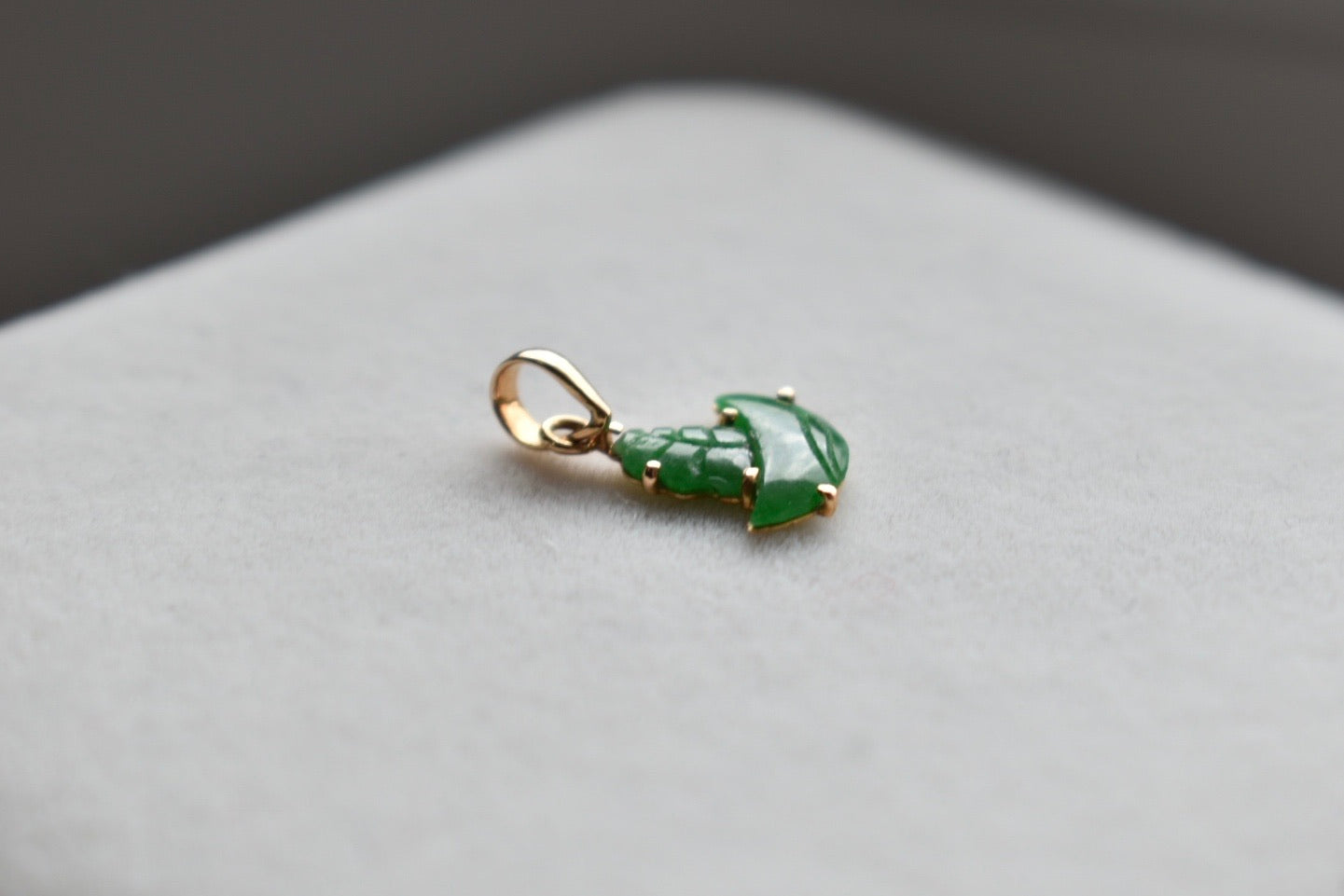 Natural Imperial Green Jadeite Jade Tiny Boat in 18K Yellow Gold