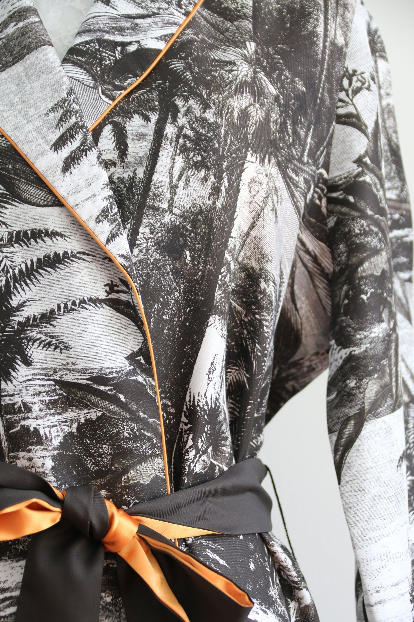 Katyusha Black&White Forest twill silk shawl jacket