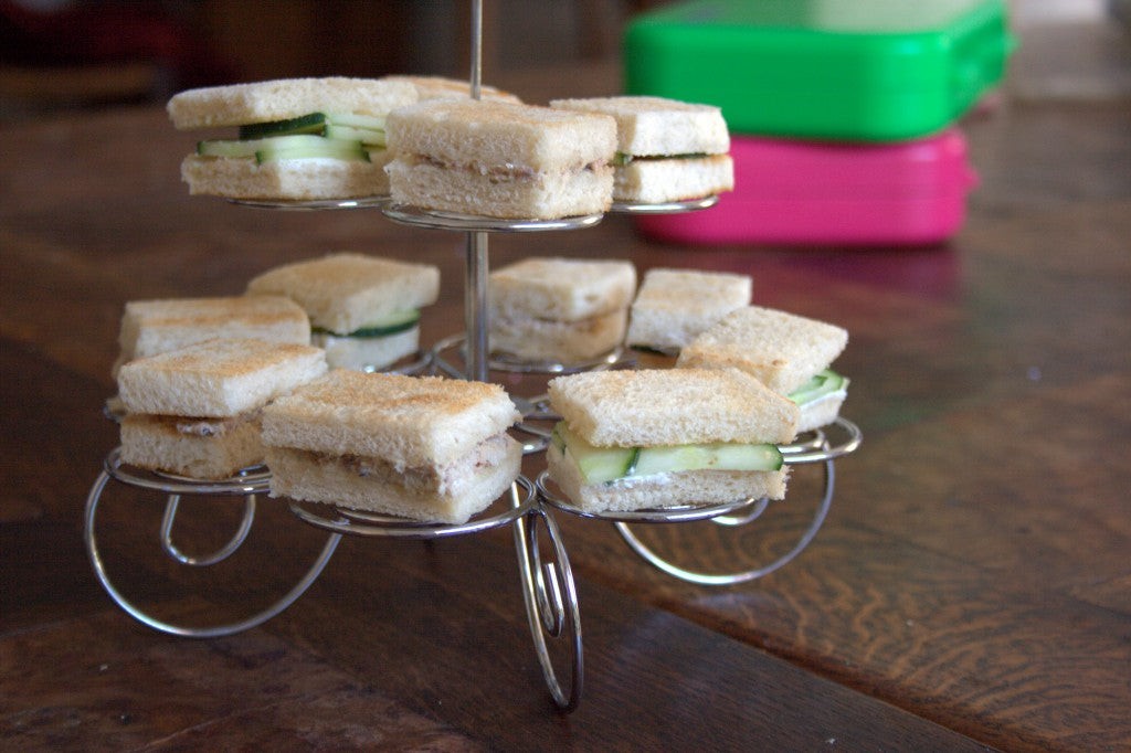 /></a></figure> <!-- /wp:image --> <!-- wp:paragraph --> <p>Tea sandwiches are really the perfect size for kids. They're small, easy to eat and nutritious. The mini format allows for a variety of tastes and flavors - all in one go. So why not prepare two or three sandwiches with different fillings and send them all together in your child's packed lunch? Tea sandwiches are perfect for making boring school lunches more fun!</p> <!-- /wp:paragraph --> <!-- wp:image {
