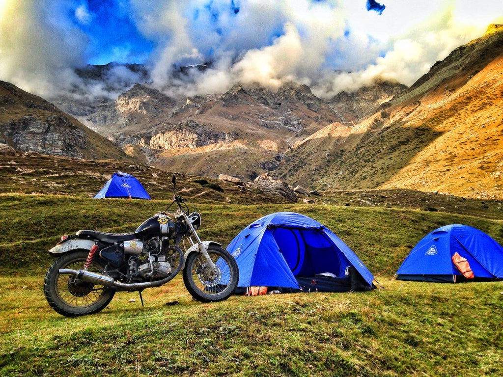 Helmet Stories crew ride Pangi Valley