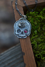 Fan Favorites - Skull Spider Charm - Garnet