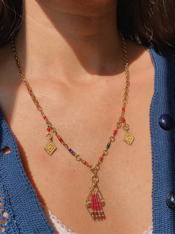 Collana multicolor con due ciondoli triangolari
