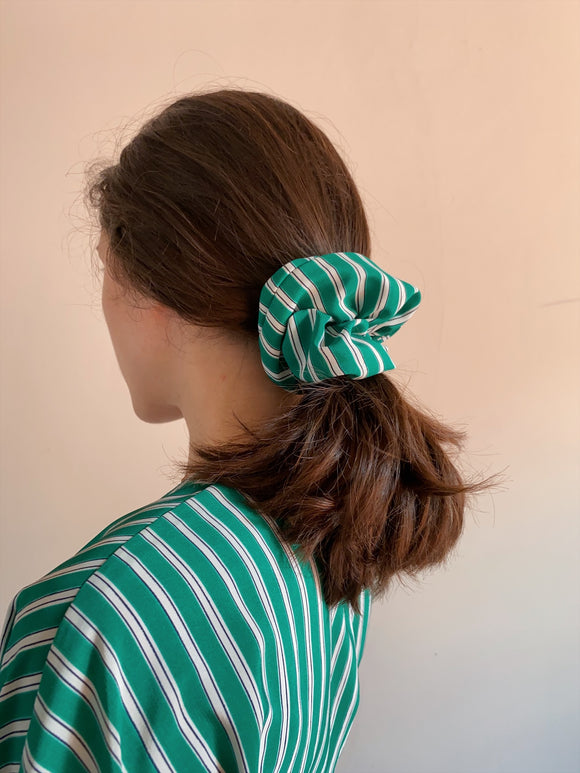 Scrunchie verde a righe