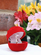 Load image into Gallery viewer, Glass bear in gift box for a special mum through and through