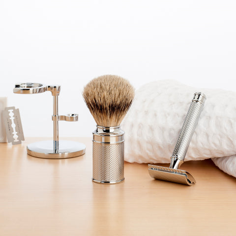 Pictured: The MÜHLE Waffle Pique Towels with the iconic TRADITIONAL range including blades, Brush & Razor Stand, Silvertip Badger Chrome Shaving Brush and R89