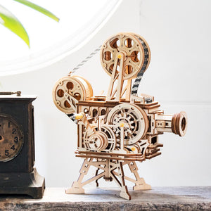 Robotime 183pcs Retro Diy 3D Hand Crank Film Projector Wooden Model Building Kits Assembly Vitascope Toy Gift for Children Adult