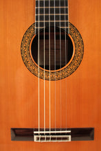 Load image into Gallery viewer, Juan Hernandez / Concierto (Cedar) / Classical Guitar