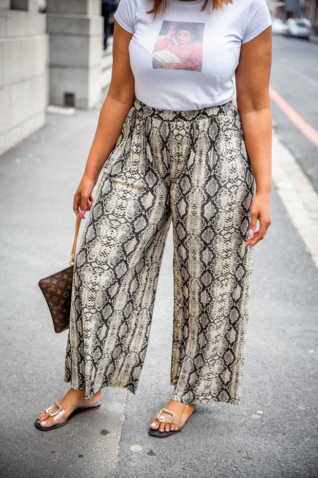 H&M Pleated Animal Print Flowing Pants - WisiOi