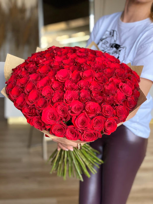 A 100 Red Rose Flowers Bouquet