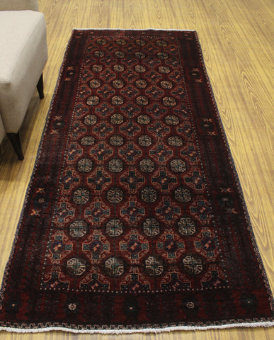 "Semi Antique Naeem Red/Ivory Runner, 3'2"" x 7'5"""
