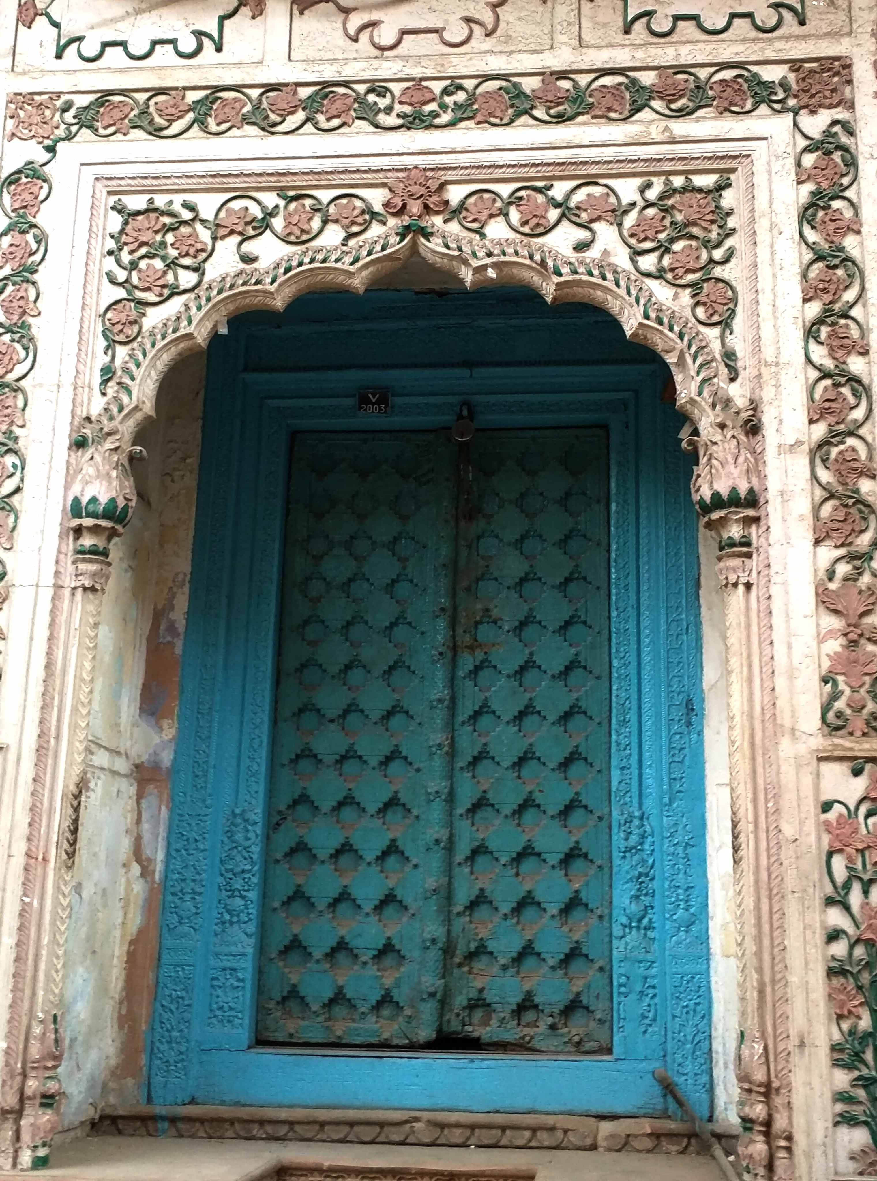 Close up of the wooden carving. & The Grand Doors Of Delhi 6 \u2013 DesiCrafts