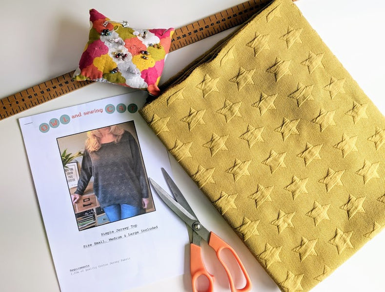 Tips & tricks for cutting fabric along the grainline