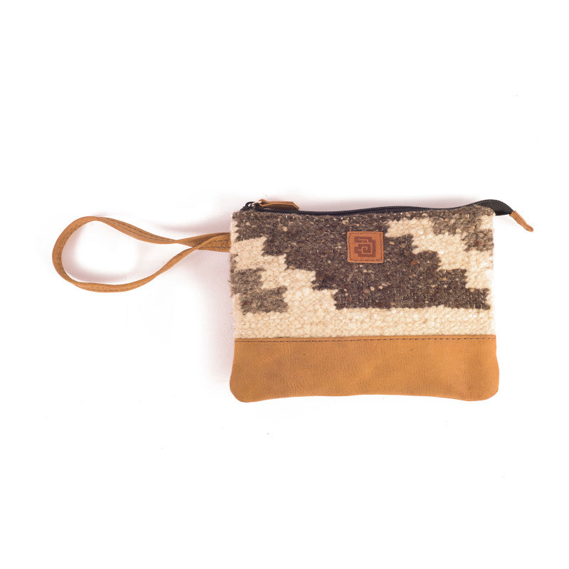 Handmade natural wool and leather pouch bag Zaculeu front 2