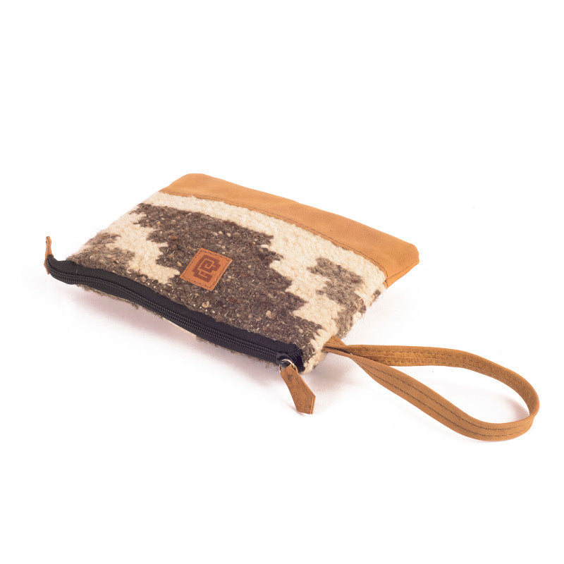 Handmade natural wool and leather pouch bag Zaculeu lay