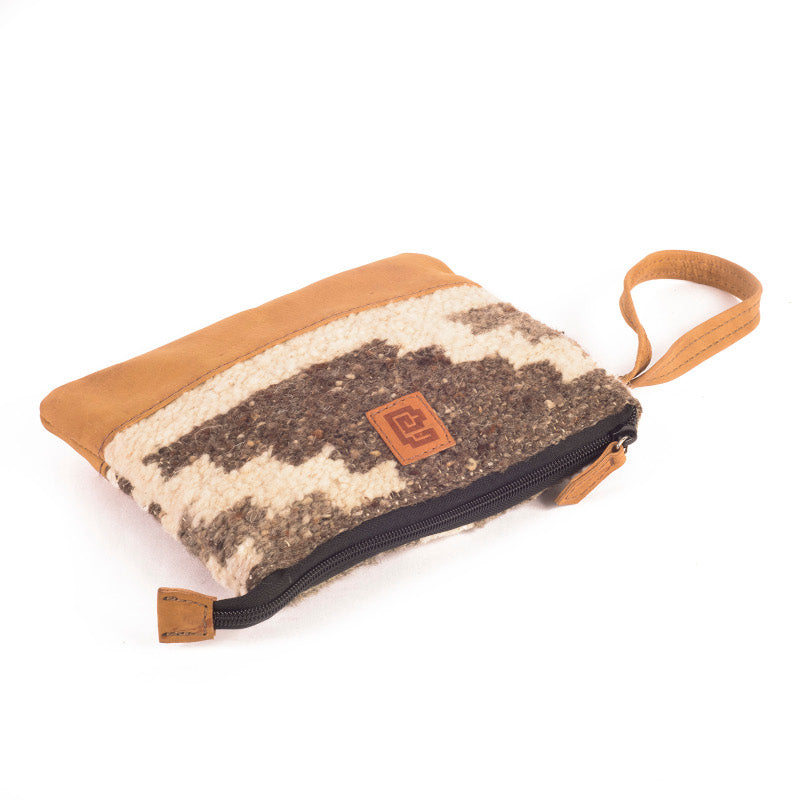 Handmade natural wool and leather pouch bag Zaculeu lay 2
