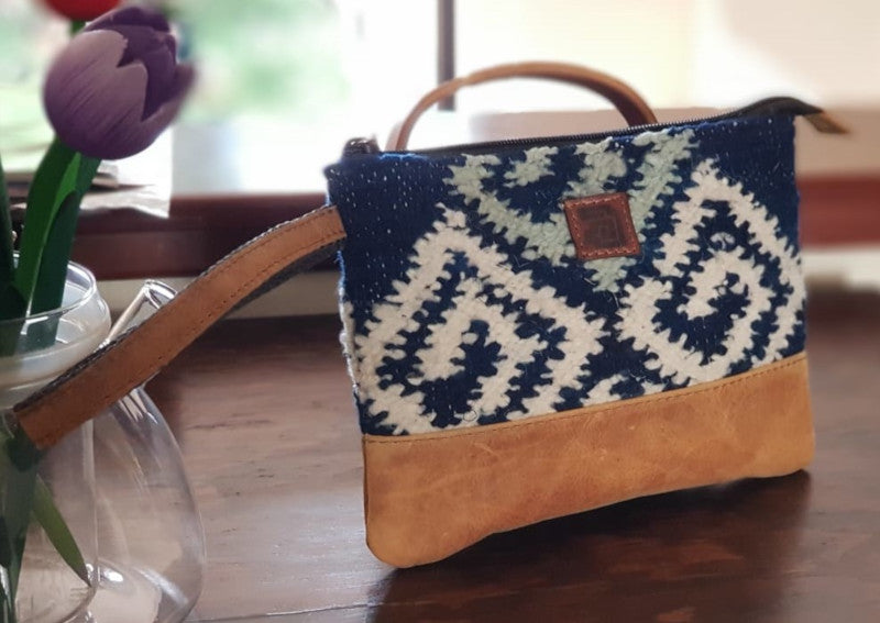 Handmade natural wool and leather Pouch Agua Wood Tulip