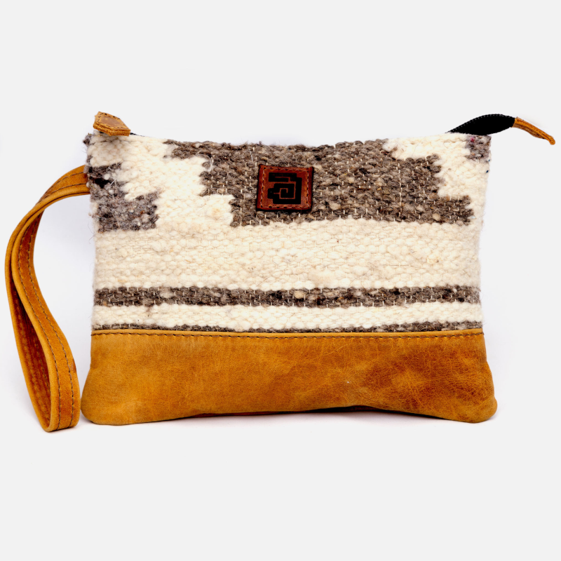 Handmade natural wool and leather pouch bag Zaculeu front