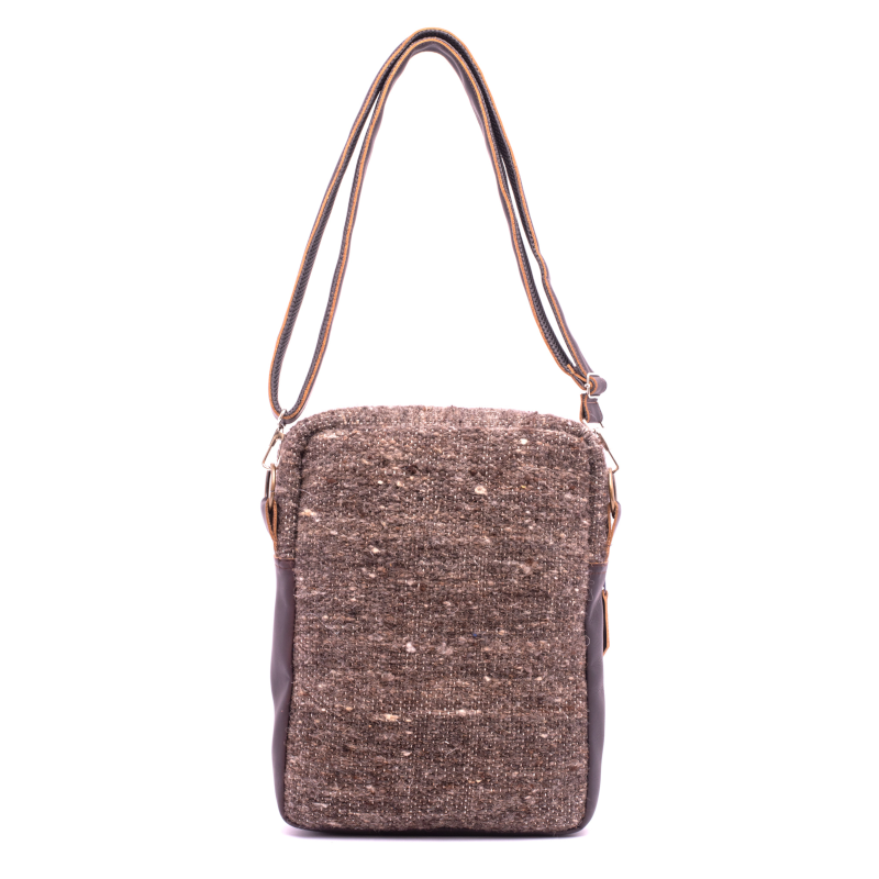 Handmade natural wool and leather traveler tierra back