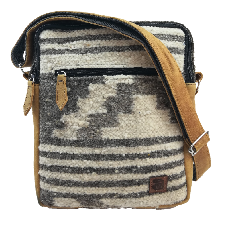 handmade natural wool and leather traveler zaculeu no dyes front