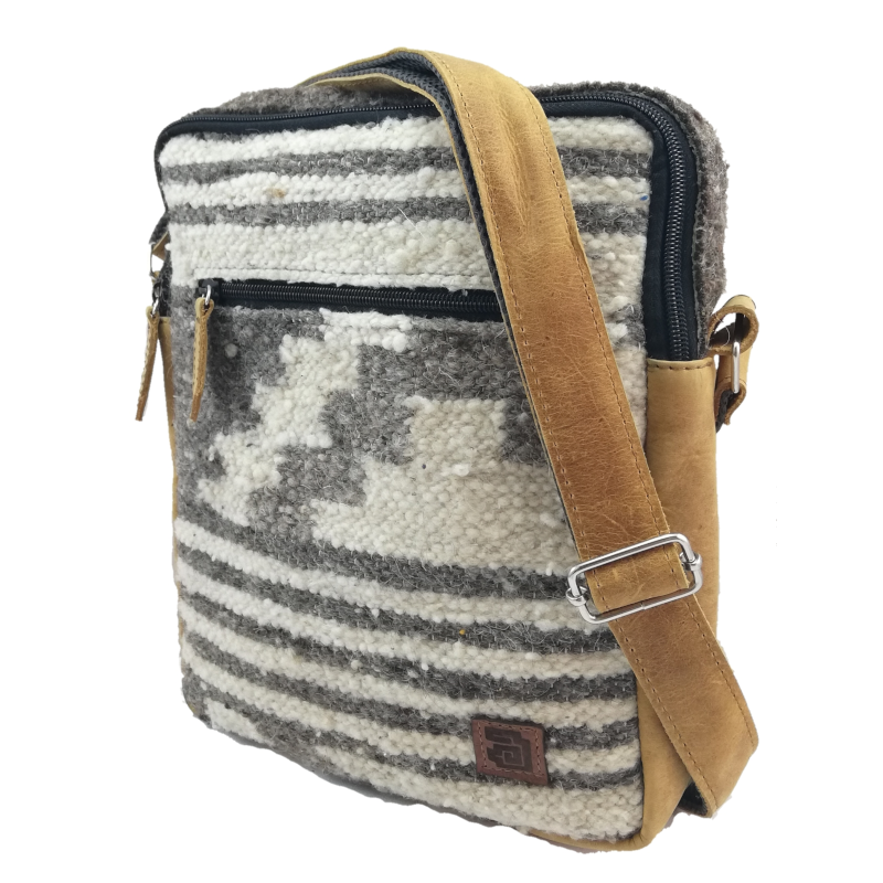 handmade natural wool and leather traveler zaculeu no dyes side
