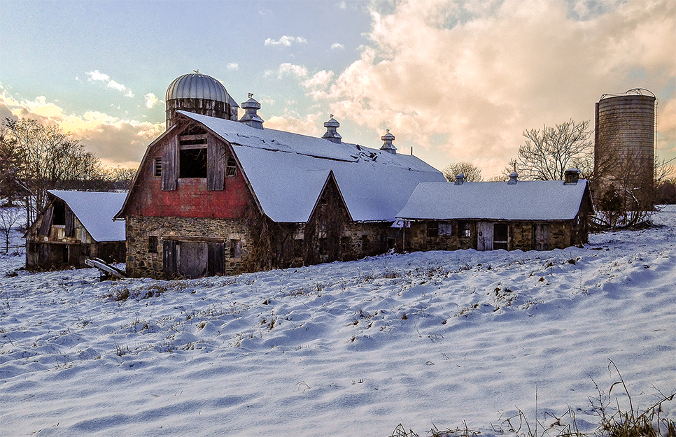 Abandoned barn, near Leesburg, VA