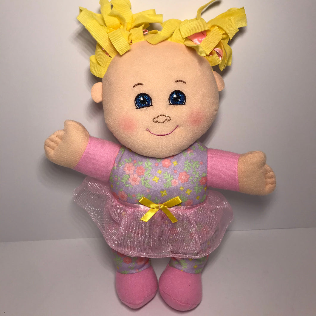 Cabbage Patch Hug n Snuggle Dolls - Outlet Express