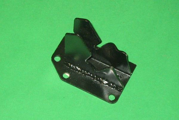 MGB BRACKET ENGINE MOUNT RIGHT HAND C/BAR - INCLUDES DELIVERY