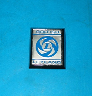 BRITISH LAYLAND BADGE BLUE ON SILVER FRONT GUARD MGB 1972 > - INCLUDES DELIVERY