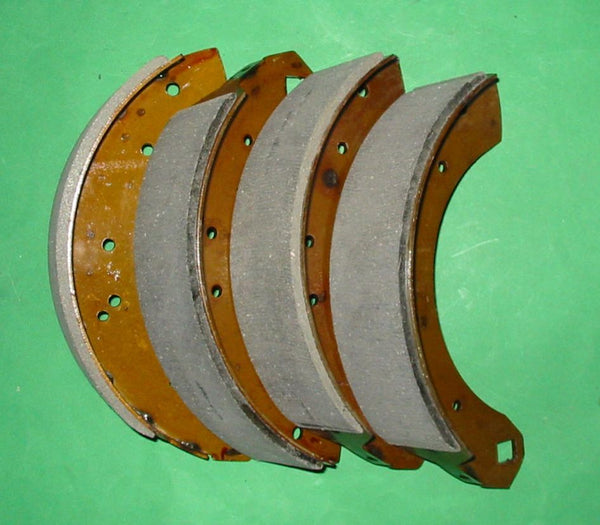 SET OF 4 - BRAKE SHOES REAR TRIUMPH TR3 + SOME TR3A - INCLUDES DELIVERY