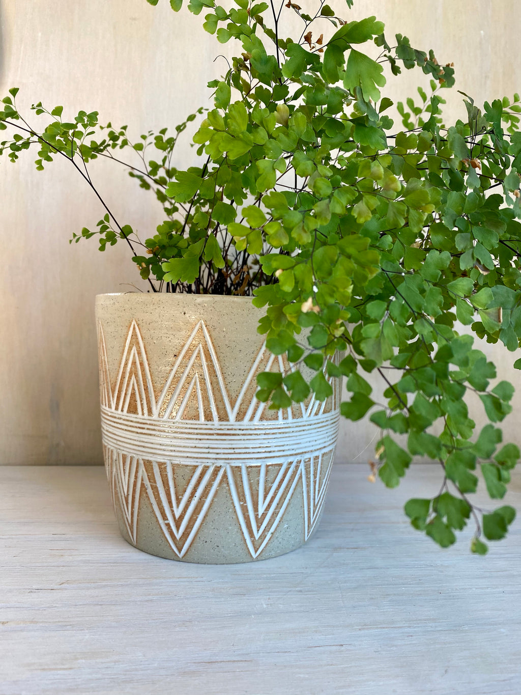 Crown medium planter