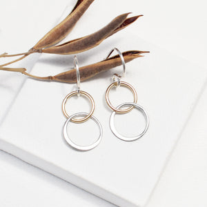 two tone interlinked circle earrings