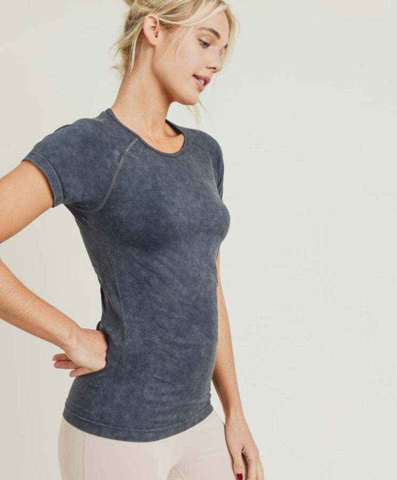 Mineral-Washed Perforated Back Seamless Raglan Shirt