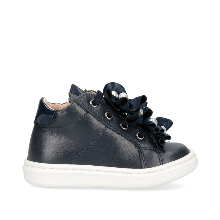 Sneakers Walkey in pelle blu con accessorio prezioso sui lacci
