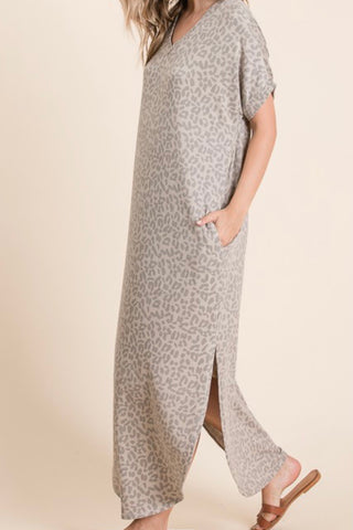 SHORT SLEEVE LEOPARD PRINT VNECK MAXI DRESS WITH SIDE SLITS AND POCKETS