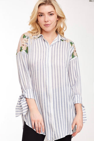 3/4 TIE SLEEVE STRIPED BUTTON DOWN SHIRT WITH EMBROIDERED MESH PANEL & POCKETS