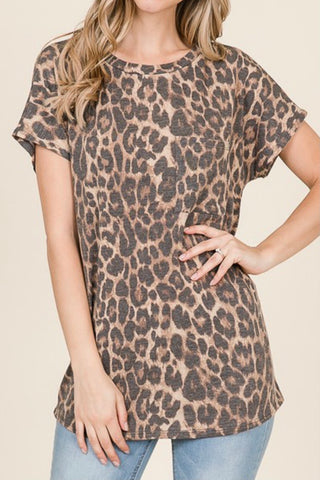 SHORT SLEEVE MUTED LEOPARD PRINT POCKET TEE