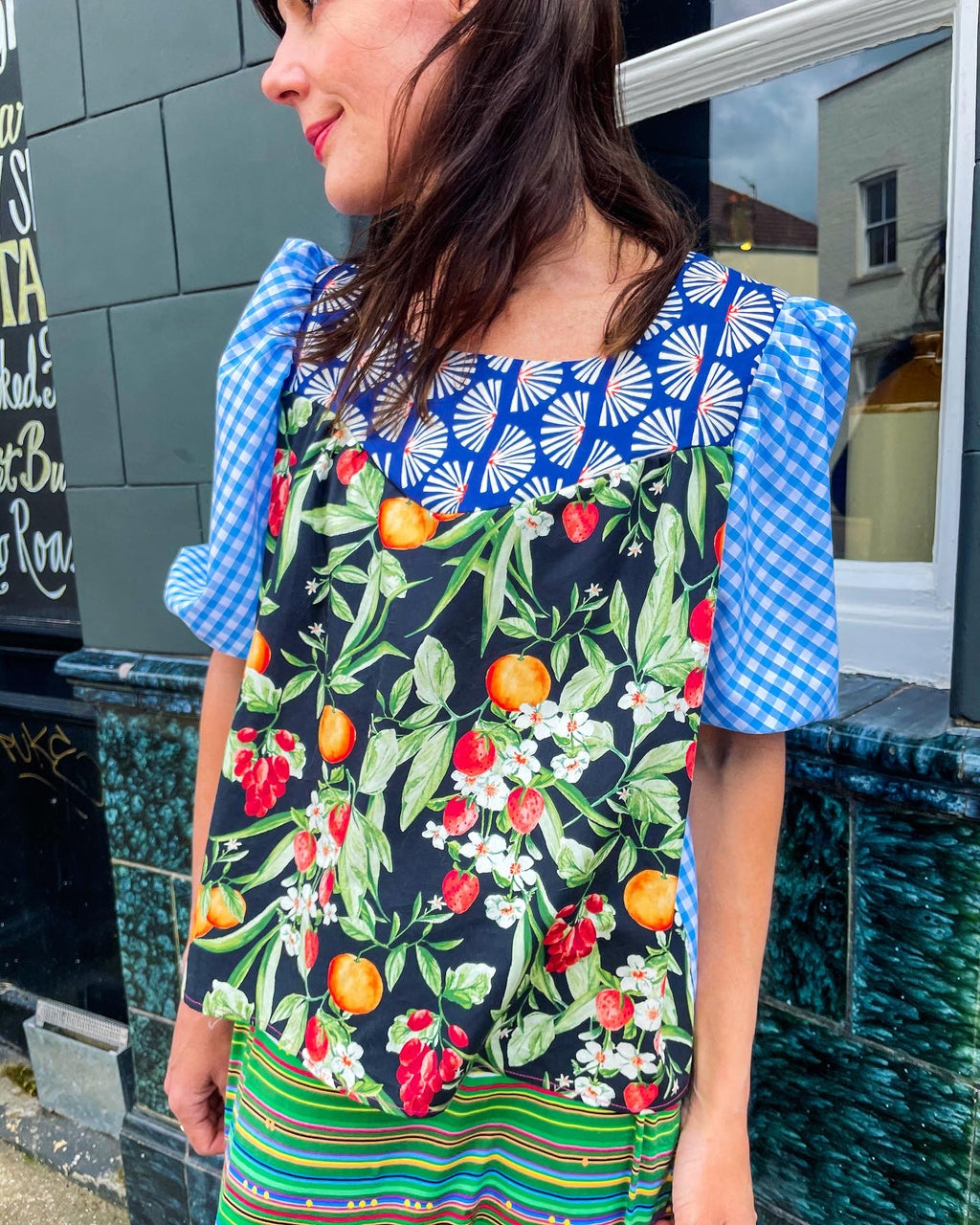 "The ""Fruit and Sunrise"" print mix blouse"