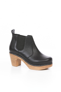 CALOU Doris Clog Boot in Pebbled Black