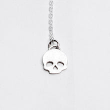 Load image into Gallery viewer, Silver Skull Pendant