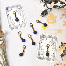 Load image into Gallery viewer, Natural Lapis Lazuli stitch marker - Repère tricot en Lapis Lazuli naturel