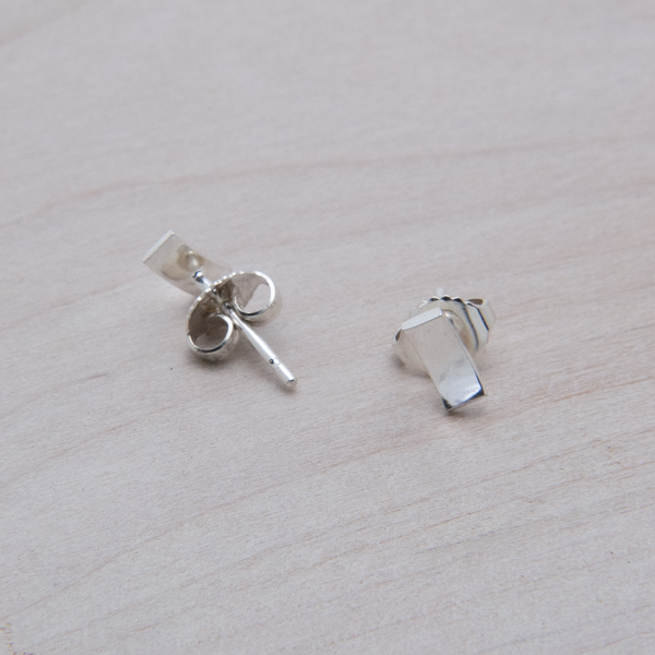 SCOOP STUD EARRINGS